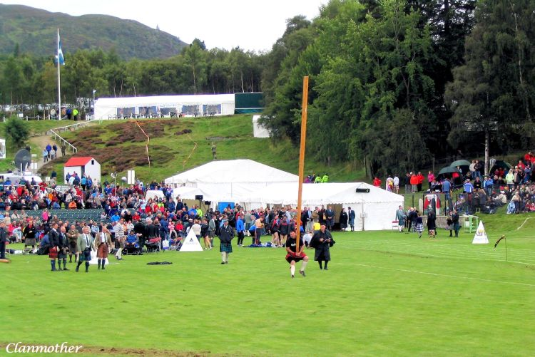 Caber Tossing, Braemar Gathering